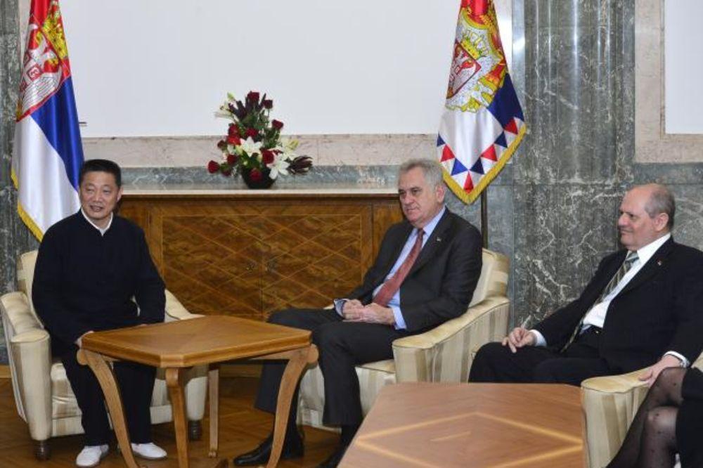 Kineska delegacija kod Nikolića: Ulagali bi u tekstil i prehrambene kompanije