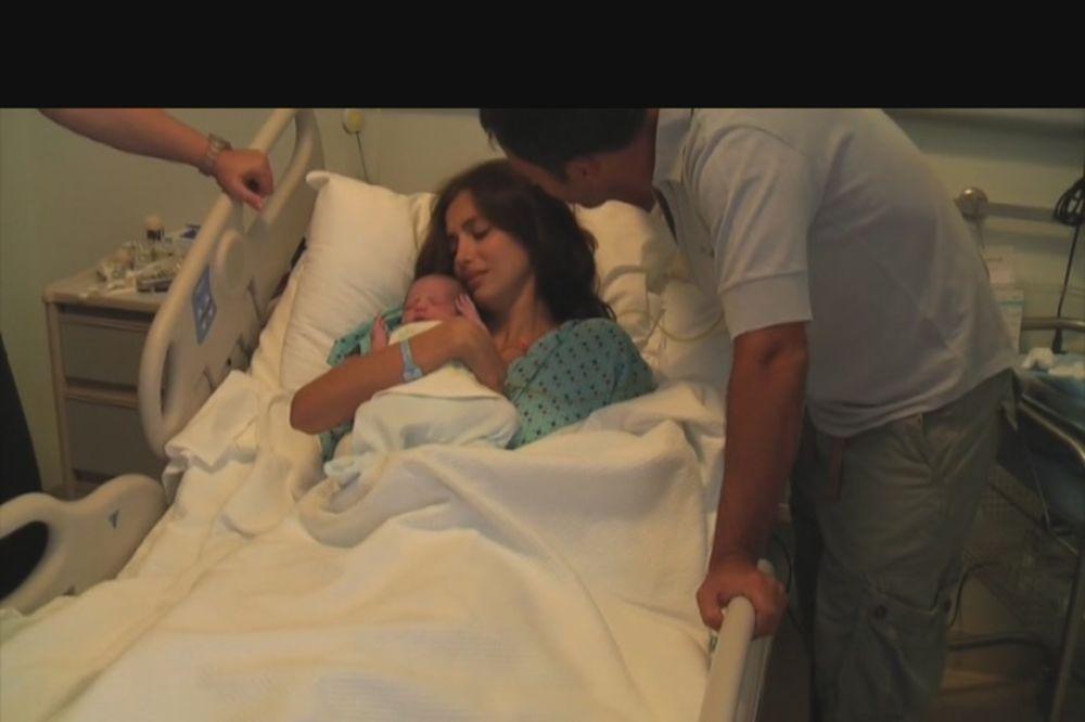 VIDEO Pogledajte, Emina Jahović posle 6 godina objavila snimak rođenja sina!