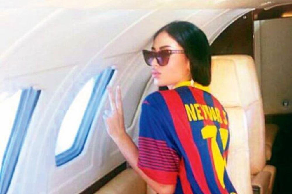 MUVANJE: Nejmar po Soraju poslao privatni avion!