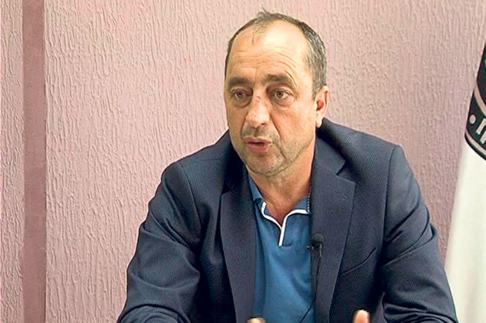 ŠOK U LEBANU: Držao na nišanu direktora škole!
