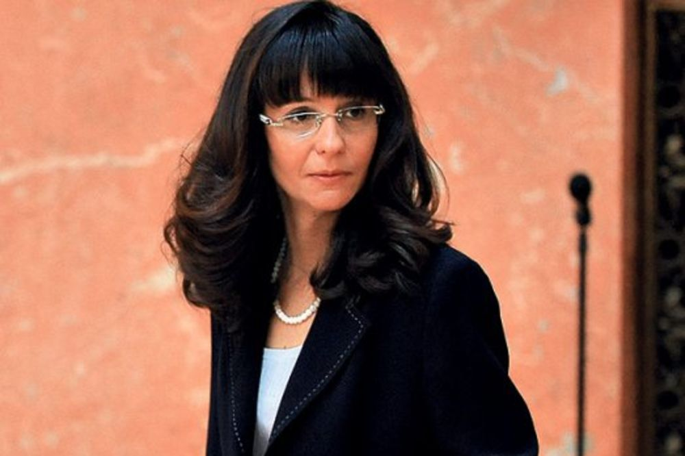 NEMA VIŠE DRŽAVNIH PRIVILEGIJA: Bivšu ministarku izbacuju iz kuće!
