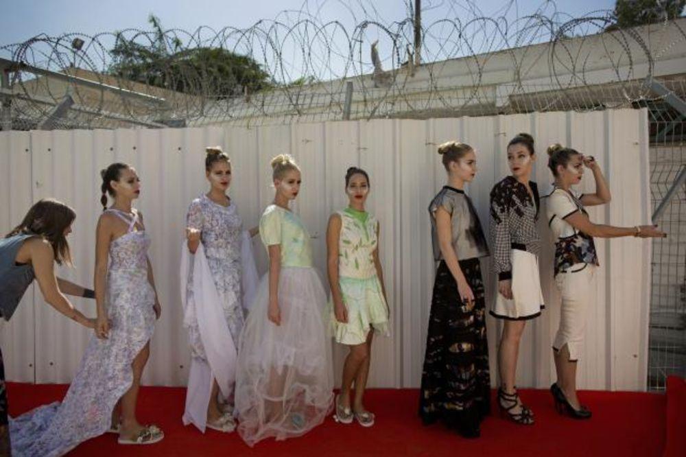 (FOTO) MANEKENKE IZA REŠETAKA: Ženski zatvor postao modna pista