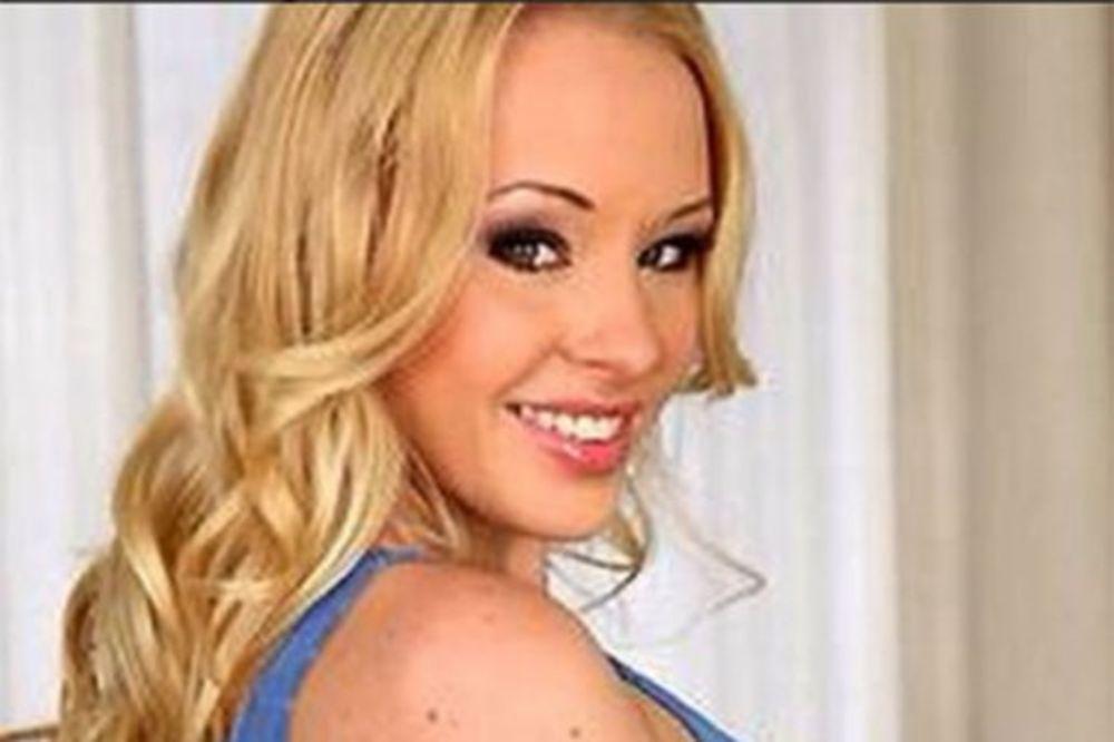 BRUTALNO SILOVANA: Ruska porno-diva skočila s 3. sprata i slomila obe noge bežeći od siledžija