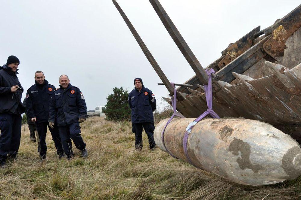 BOG POGLEDAO UŽIČANE: Bomba od 900 kilograma pala u 2.000 tona kerozina i nije eksplodirala!