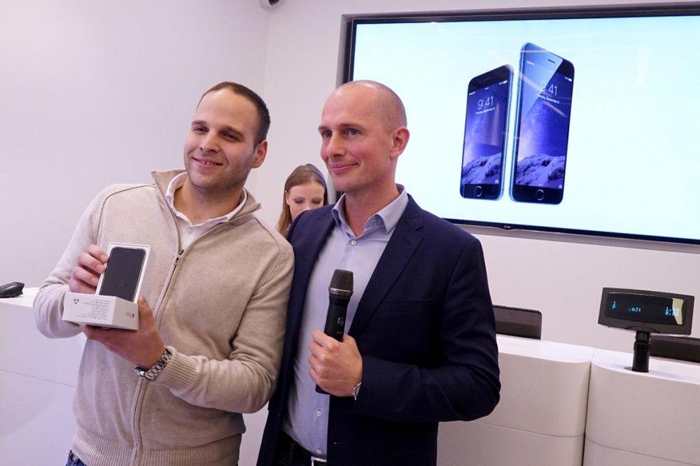 AJFON 6 STIGAO U SRBIJU: Prvi kupac u Telenoru Nemanja Todorović