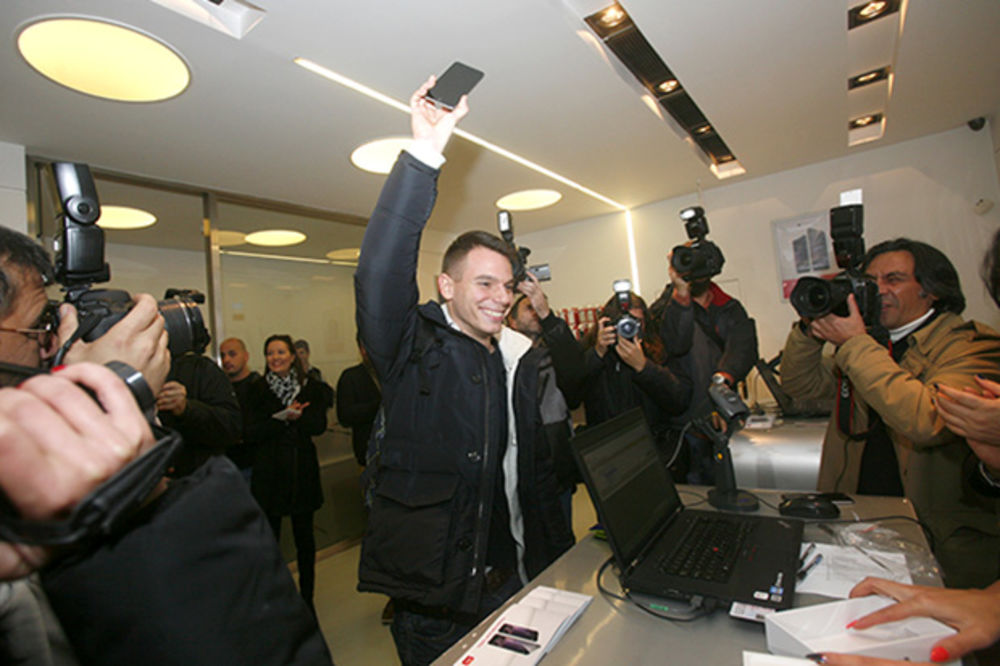AJFON 6 STIGAO U SRBIJU: Prvi kupac u Telekomu Ismar Gluhalić