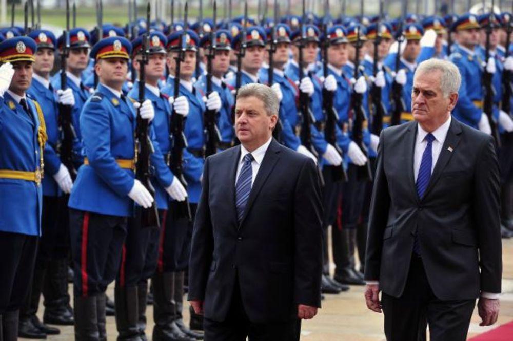 NIKOLIĆI GA DOČEKALI UZ GARDU: Predsednik Makedonije Đorđe Ivanov u Beogradu