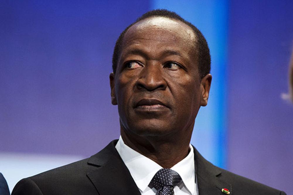 BURKINA FASO IZBEGLA KRV: Šef države ipak podneo ostavku