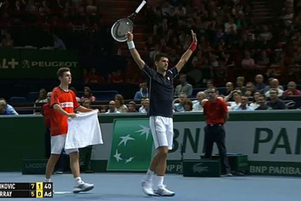 IZVIŽDALI ŠAMPIONA: Pariska publika nemilosrdna prema Novaku zbog bacanja reketa