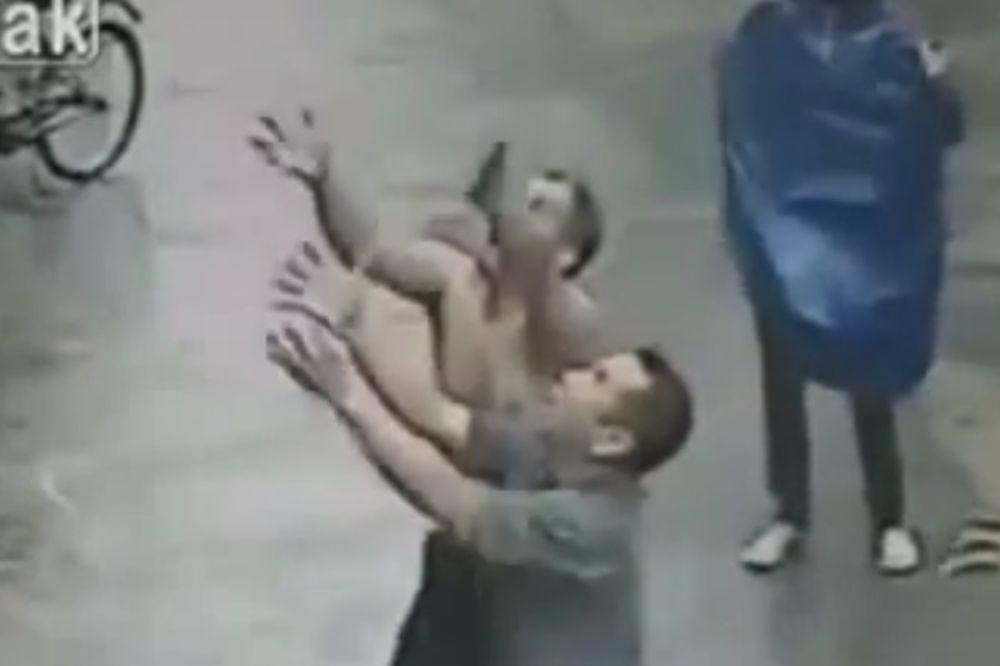 VIDEO KOJI VRAĆA NADU U ČOVEČANSTVO: Pokušala je skočiti, a onda se desilo nešto neverovatno!