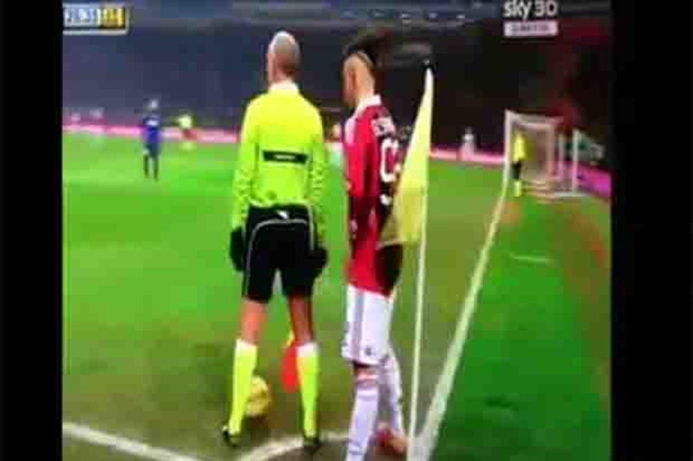 (VIDEO) ISMEJAO ARBITRA: El Šaravi provukao sudiji loptu kroz noge!