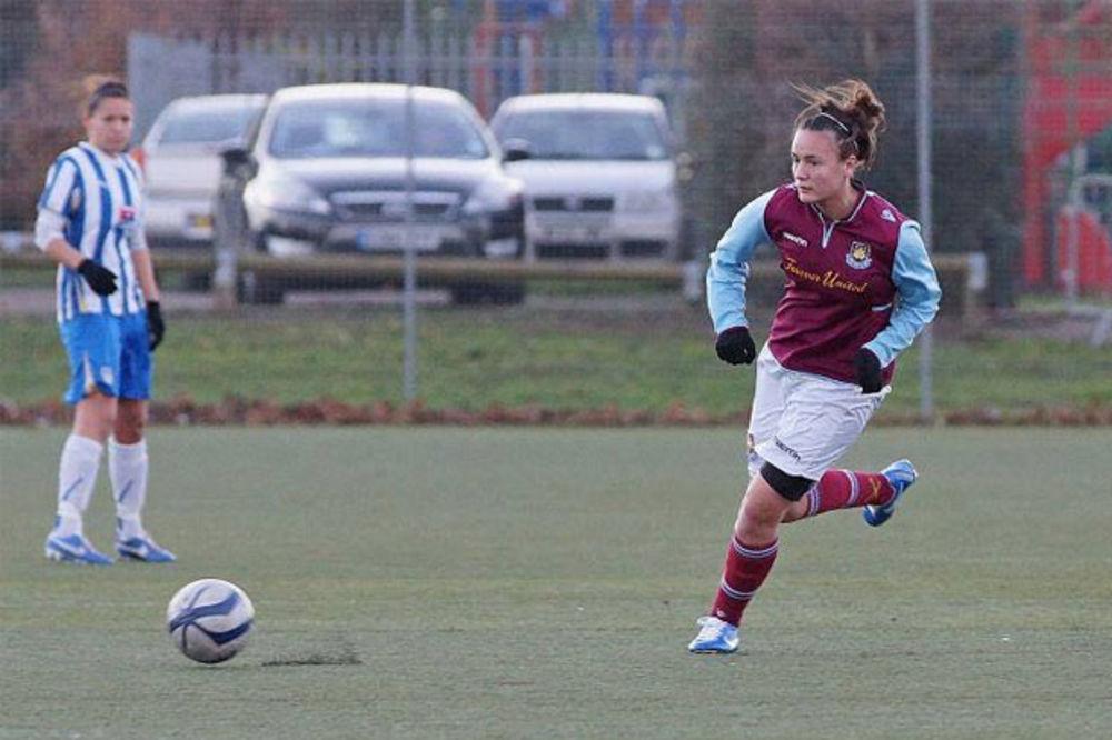 ŠOKANTNI DETALJI: Fudbalerka se ubila zbog lezbijske veze