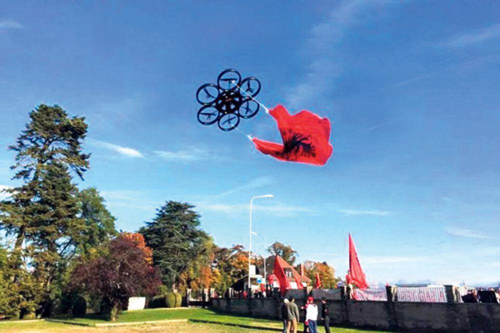 (VIDEO) PONOVO VREĐALI SRBIJU: Albanci lansirali dron ispred zgrade UEFA!