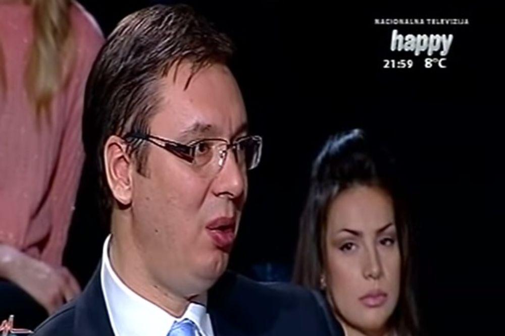 LEPA ĆIRILICA: Ko je devojka u kadru premijera Vučića?