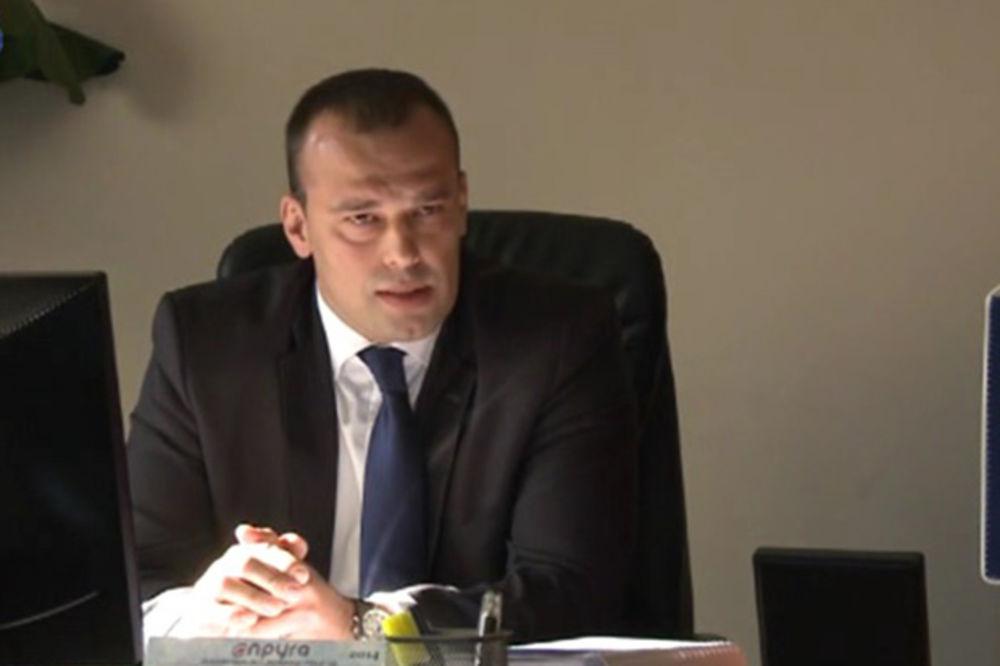 SMENJENI DIREKTOR ŽELEZNICE:  Kopirao značku i hvalio se brojem koji nosi Džejms Bond