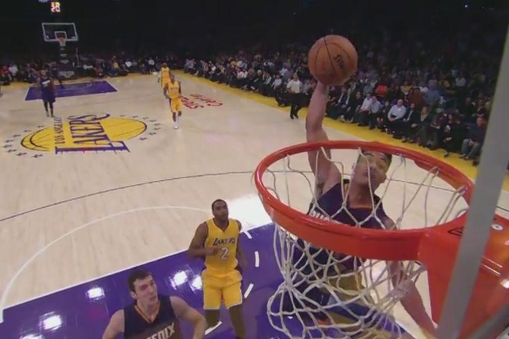 (VIDEO) NAJBOLJI NBA SKAKAČ: Grin tri puta bukvalno zakucao Lejkerse