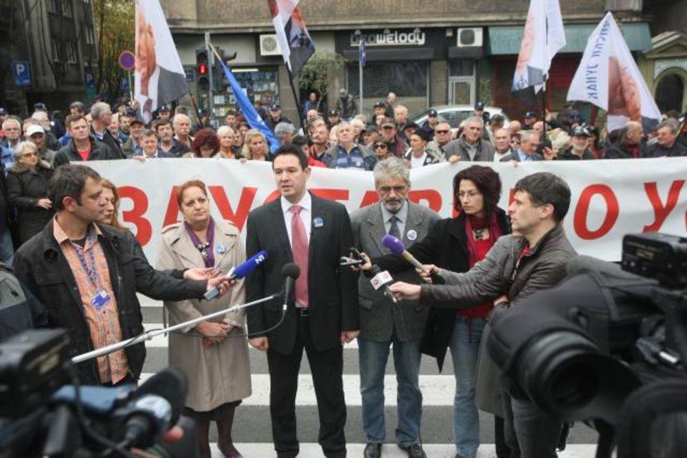 PODRŠKA ŠEŠELJU: Radikali protestuju ispred RTS!