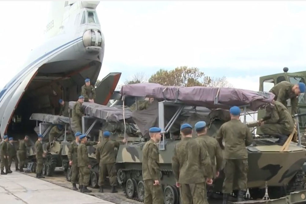 (VIDEO) STIGLI RUSI: Iskrcavanje ruskih specijalaca na aerodrom u Batajnici