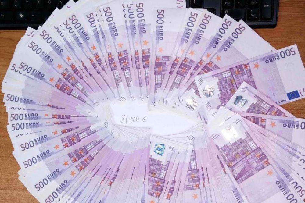 PROFESOR SA OKSFORDA PREDLAŽE: Dajte po 500 evra svakome za spas ekonomije!