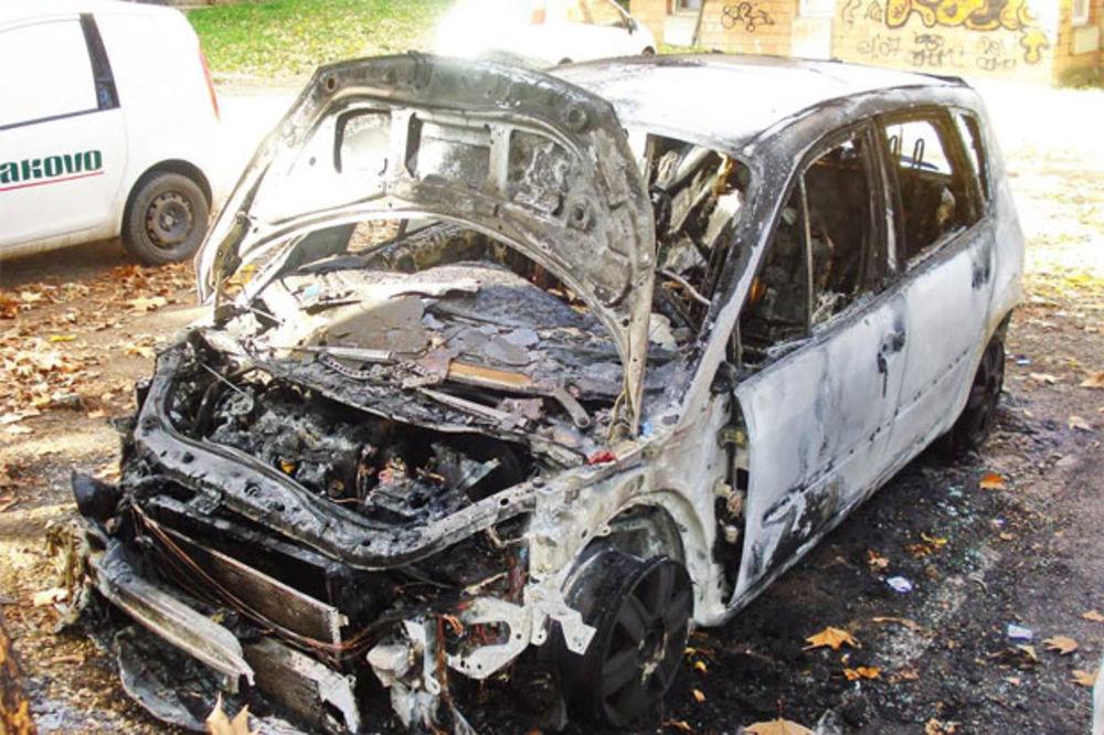 KRAGUJEVČANI OGORČENI: Izgoreo automobil direktora omladinske škole FK Radnički
