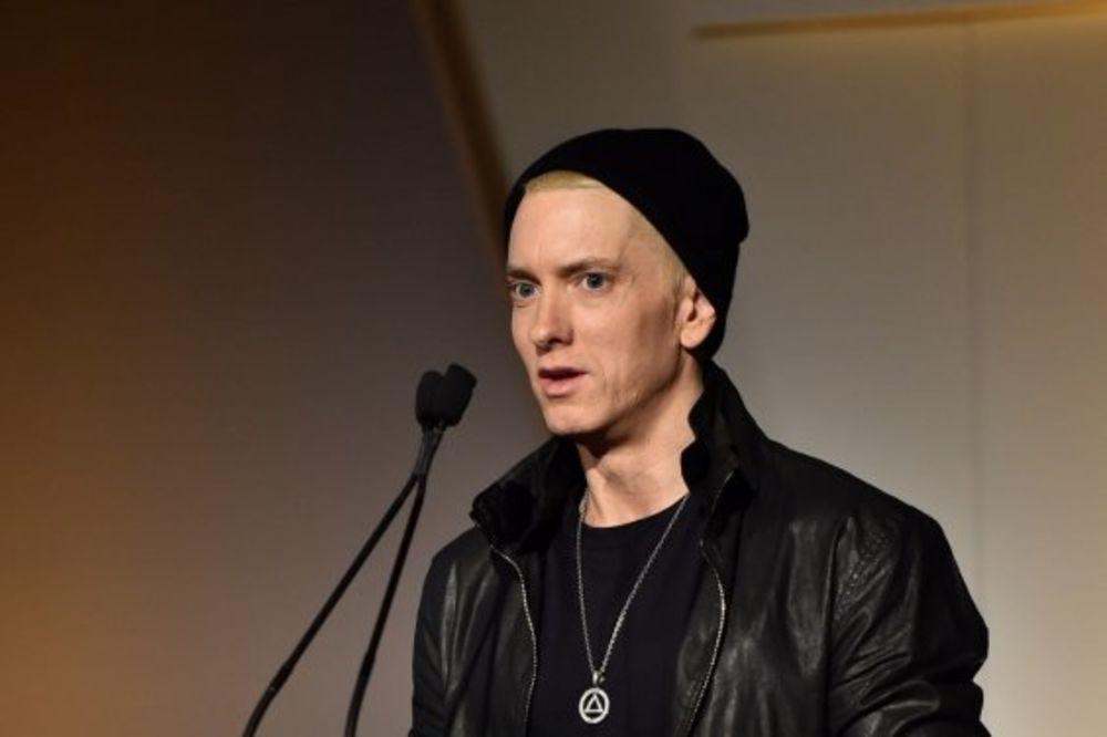 ŠTA MU SE DESILO: Eminem promenio lični opis