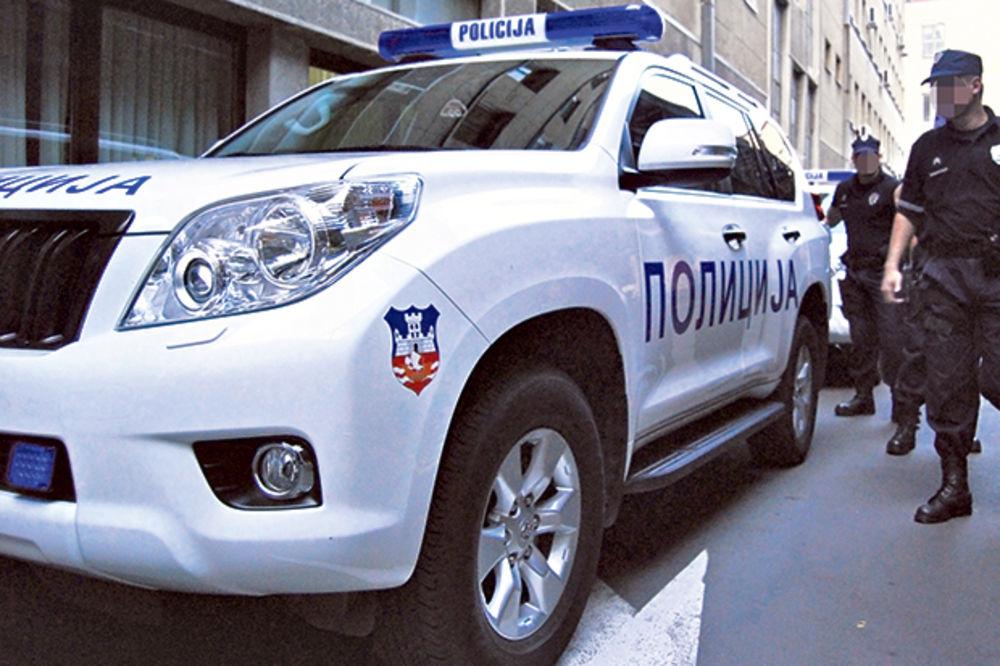 BLOKIRANI IZLAZI IZ BEOGRADA: Policija traga za napadačem u plavoj jakni i crnoj dukserici!