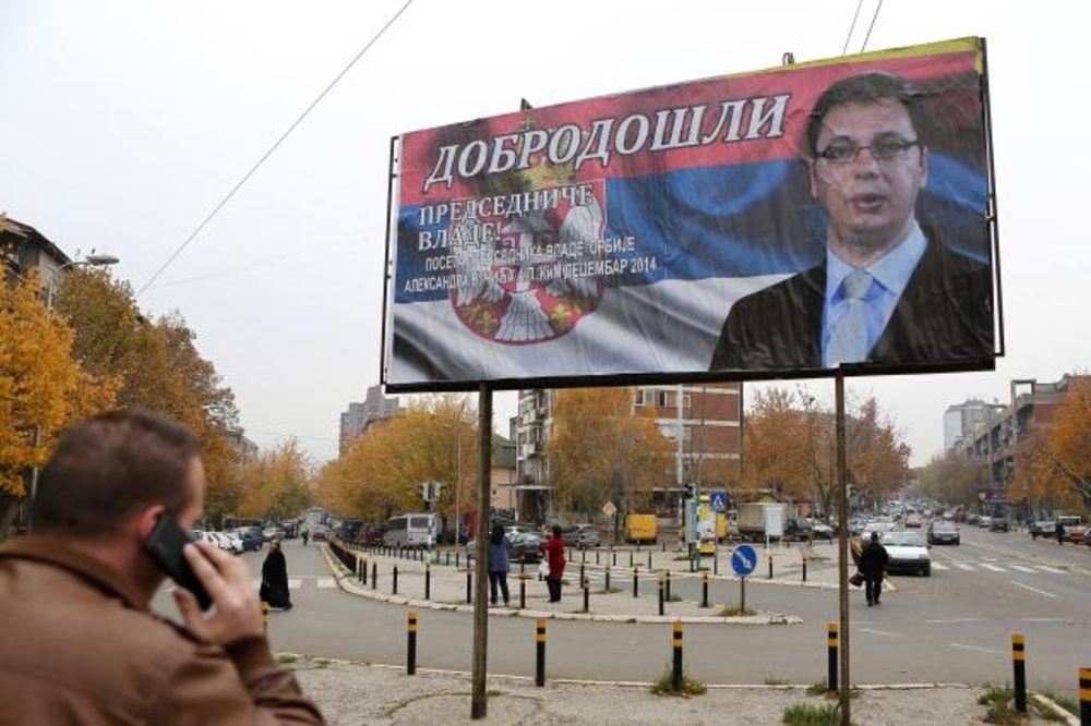 OD JARINJA DO KOSOVSKE MITROVICE: Bilbordi sa likom Vučića