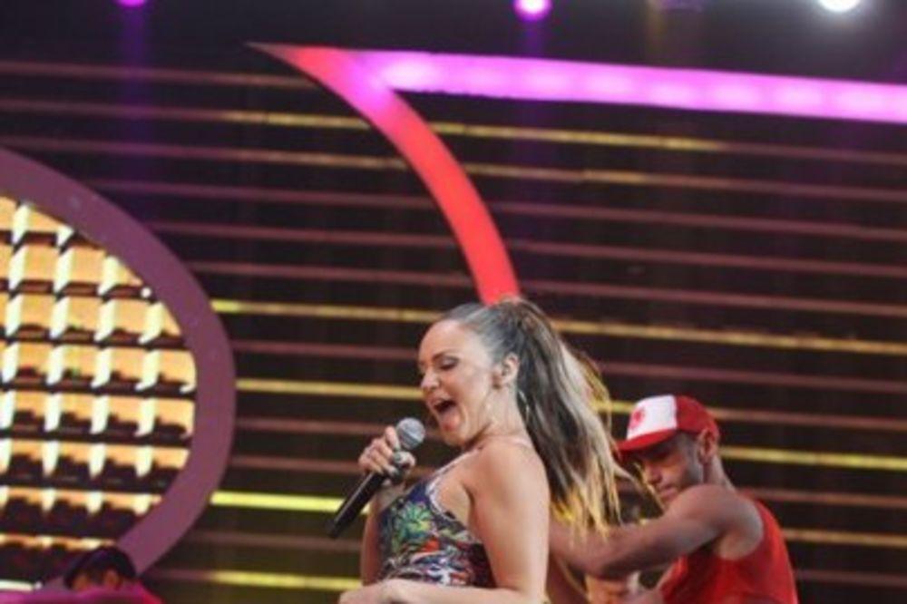 ZLA SREĆA: Peva se uživo, a Elena izgubila glas!