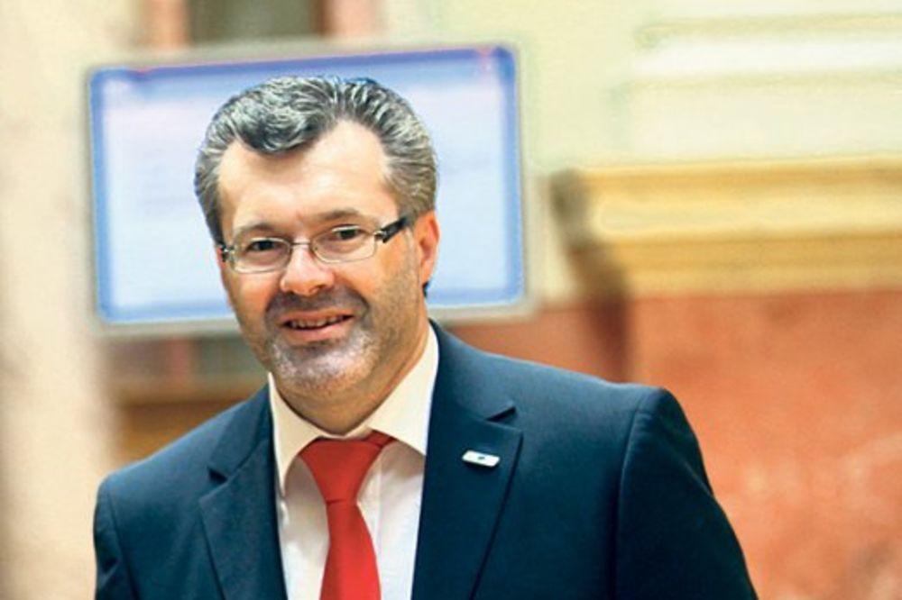 BOGATI POSLANIK SNS: Igor Bečić uzima 160.000 i širi se u devet soba