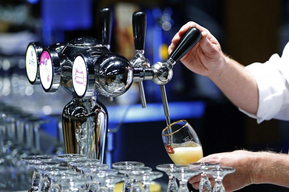 MRŠ NAPOLJE IZ KAFANE: 18 stvari koje radimo u kafiću, dok konobaru skače pritisak na 300