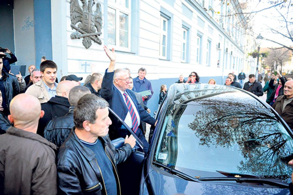 Šešelja sačekao Miškovićev džip