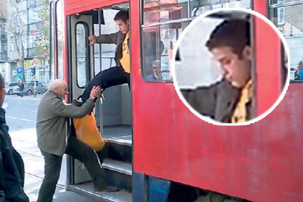 Optužen brojač putnika koji je tukao starca u tramvaju