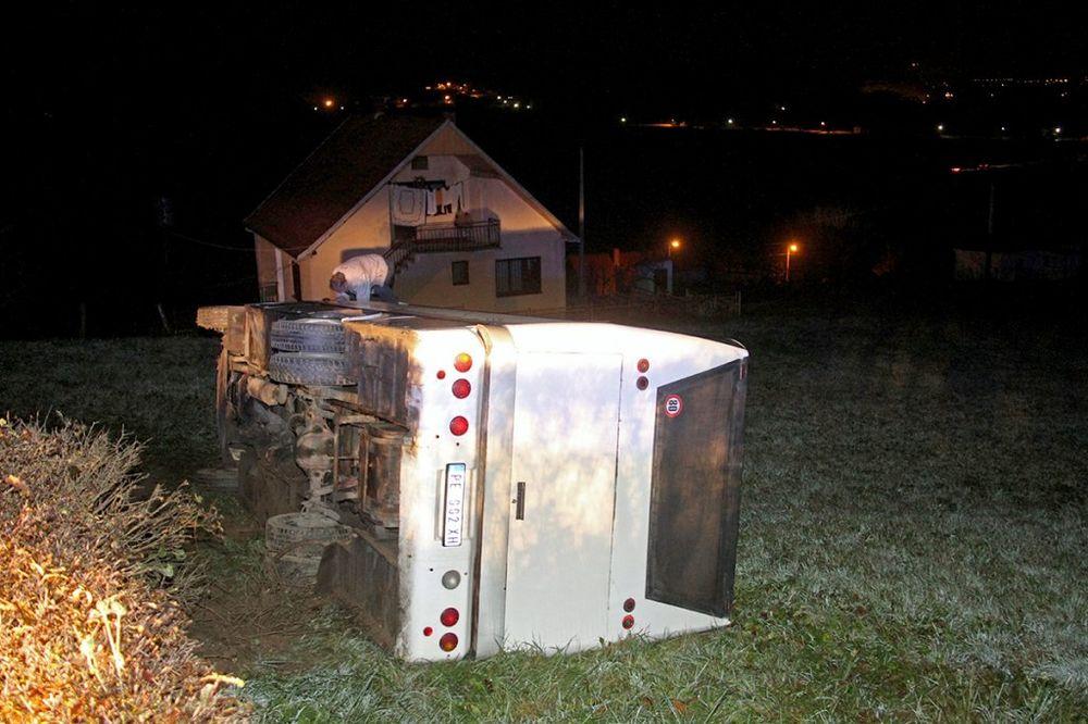 AUTOBUS SLETEO S PUTA: Povređene mlade košarkašice Radničkog iz Kragujevca