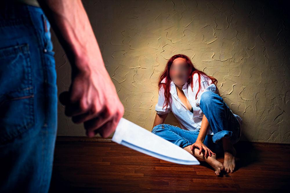 KRVAVA SVAĐA ZA BOŽIĆNOM TRPEZOM: Sina izbo kuhinjskih nožem, ženu rasekao
