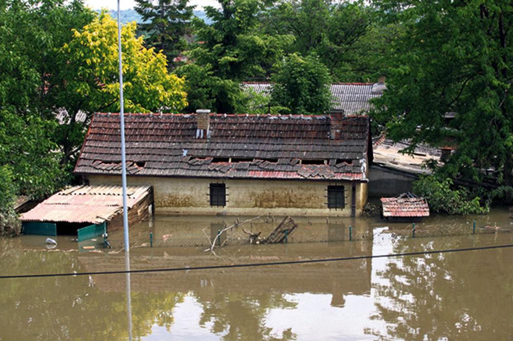 APSURD U GORNJEM MILANOVCU: Opština plaća nepostojeću štetu od poplava