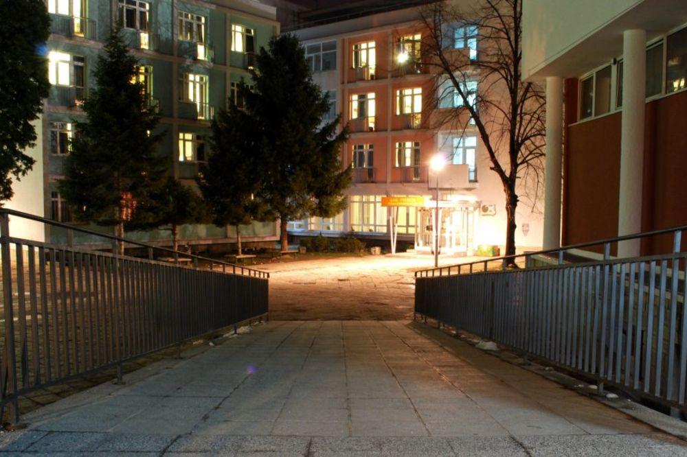 STANJE KRITIČNO: Učenik pao sa terase školskog doma