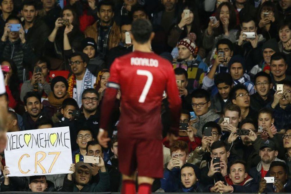 (VIDEO) DOBRODOŠLICA: Pogledajte kako su navijači Junajteda dočekali Kristijana Ronalda