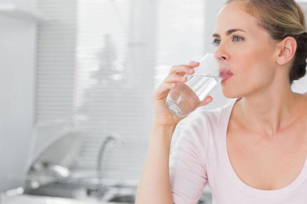 Popijte vodu na prazan stomak i učinićete čudo za svoje zdravlje