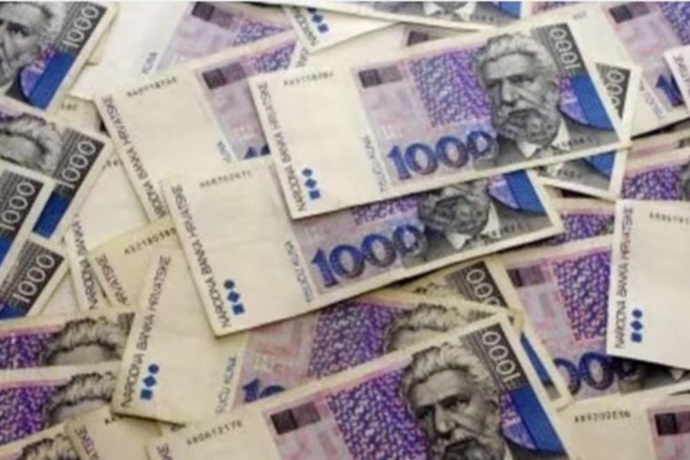 ČUDO U OSIJEKU: Izvadio iz džepa 950 evra i spasao sugrađane od izbacivanja na ulicu!