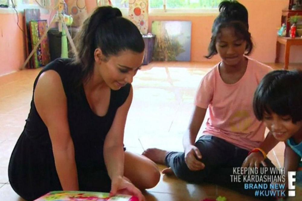 Da me usvoji Kim Kardašijan? Radije ću živetu u bedi na Tajlandu: Devojčica odbila starletu! (FOTO)