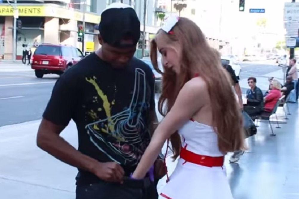 (VIDEO) SKORO SVAKI 'OĆE: Kad vam seksi medicinska sestra zavuče ruku u...