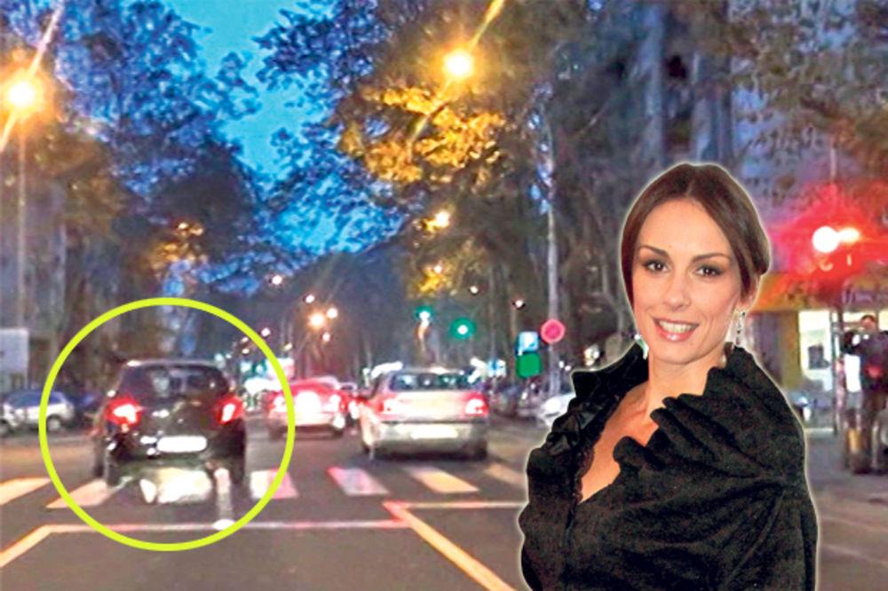 TRI PUTA KROZ CRVENO: Sloboda Mićalović sa ćerkama u kolima nasilno vozila