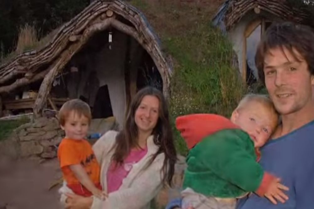 (VIDEO) Imao je samo 5.000 dolara, ali je uspeo da sagradi kuću iz snova. Evo i kako...