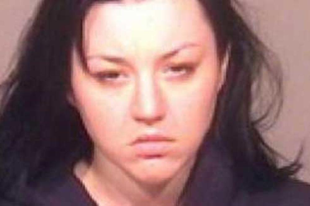 RODITELJI OPTUŽILI DADILJU: Gospođa Rataić ušla je u krevet našeg sina (10) i silovala ga!