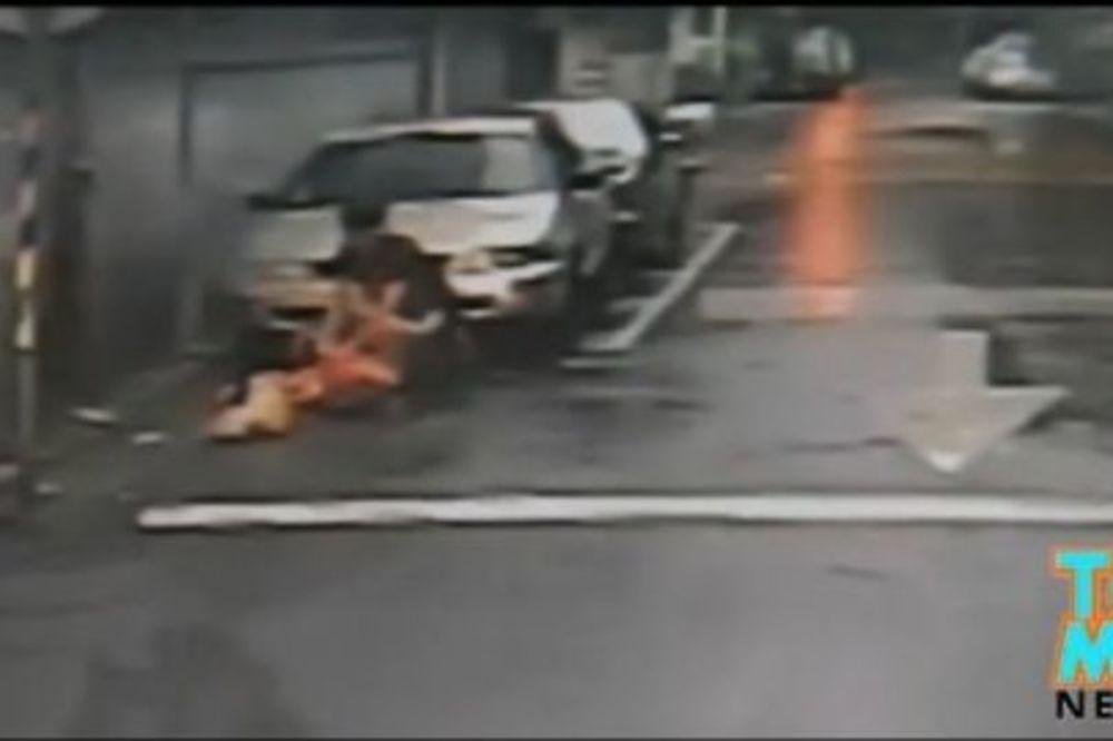 (VIDEO) MASAKRIRAO JE NA ULICI: Ljubomorni mladić usmrtio devojku sa 47 udaraca noža!