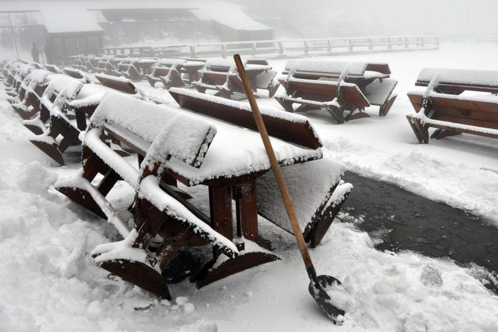 ZABELEO SE KOPAONIK: Palo 7 centimetara snega