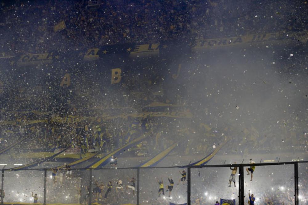 (VIDEO) SPEKTAKULARNI SUPERKLASIKO: Navijači Boke juniors i River Plate zapalili Bombonjeru