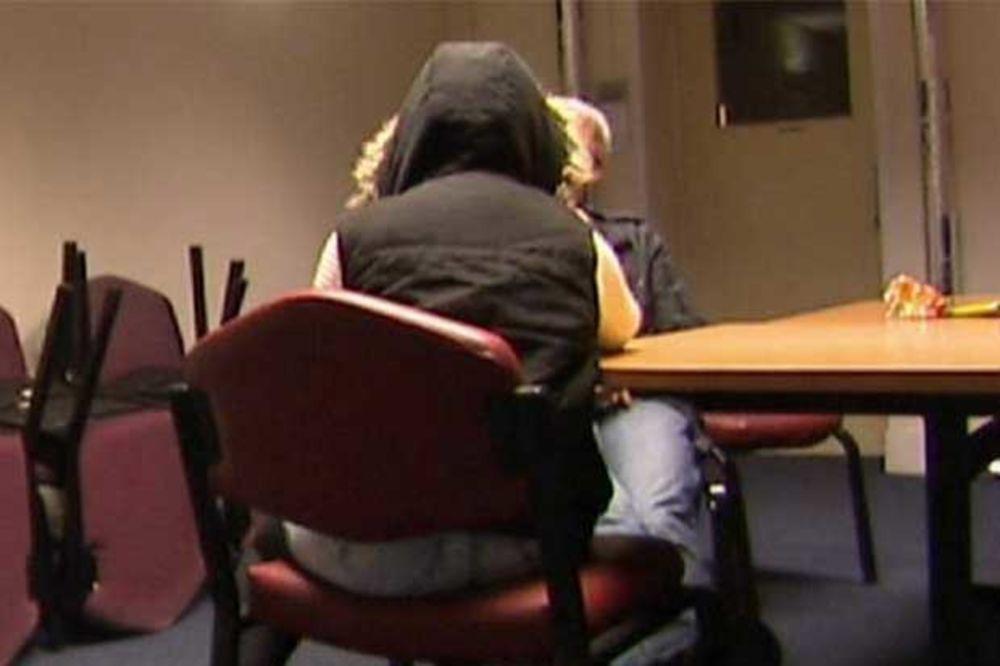 (VIDEO) DETE (13) ZAPANJILO POLICAJCE: Kakav prvi poljubac, imala sam seks sa 50 muškaraca