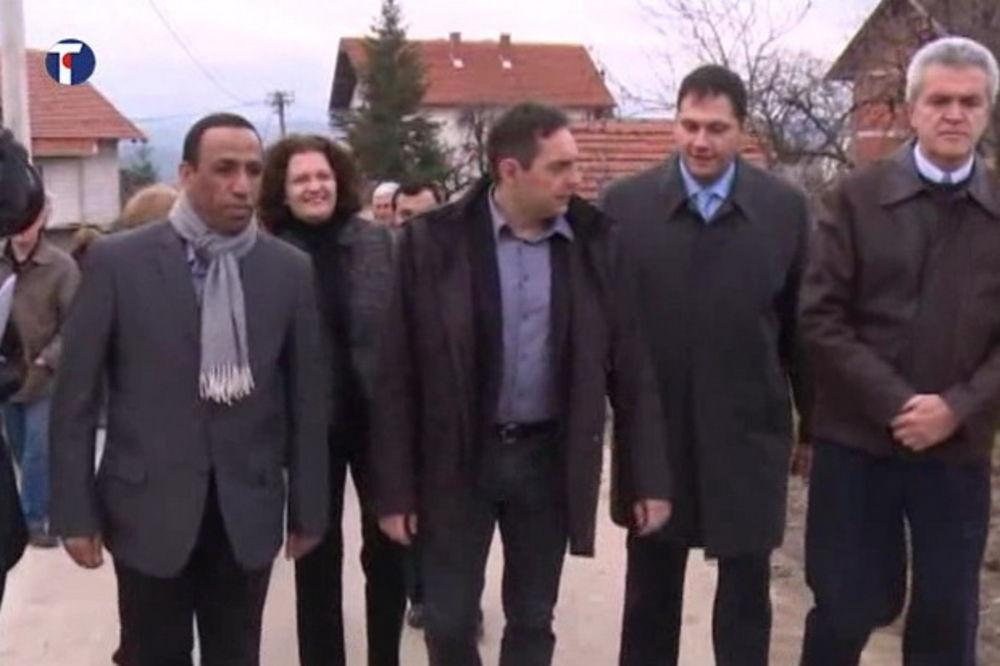 DONACIJA AEU: Vulin i ambasador Emirata obišli 4 kuće u Valjevu