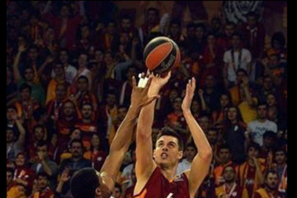 (VIDEO) DŽELAT: Pogledajte kako je Erceg trojkom sprečio pobedu Zvezde u Istanbulu
